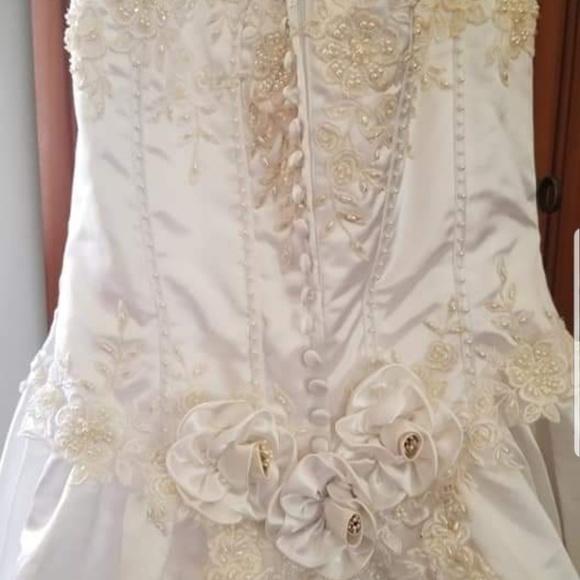 Dresses & Skirts - Beautiful wedding dress size 10 SOLD LOCALLY
